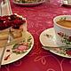 Eine Tasse Kaffee und Kuchen in einer Teestube in Westerstede