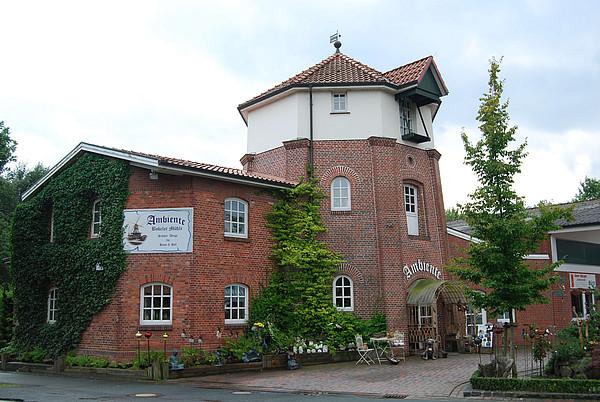 Blick auf die Mühle mit Mühlencafe in Bokel bei Wiefelstede