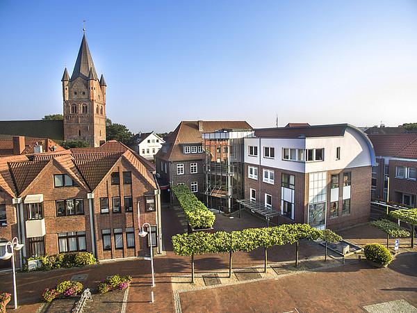 Der Marktplatz in Westerstede von oben vom Rathaus