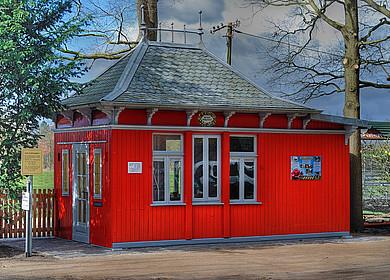 Das rote Draisinen Bahnwärterhaus in Westerstede